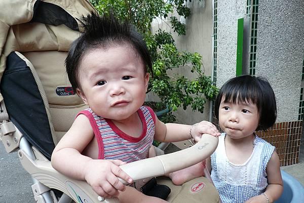 小羽球-0096兩姊妹怪怪表情.jpg