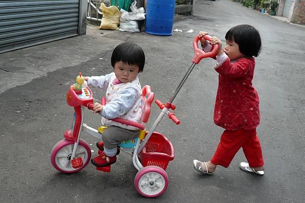 小羽球-0112三輪車推推樂.jpg