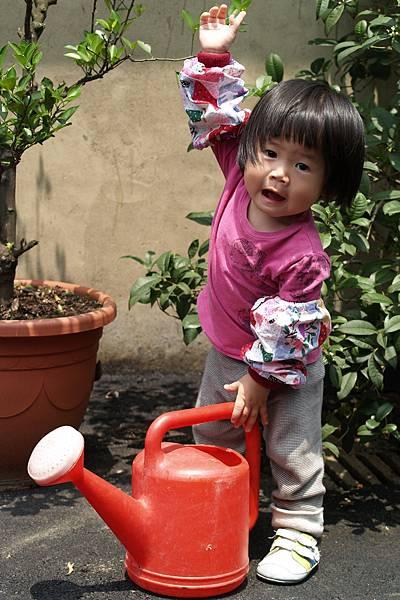 小羽球-0128小球愛澆水.jpg