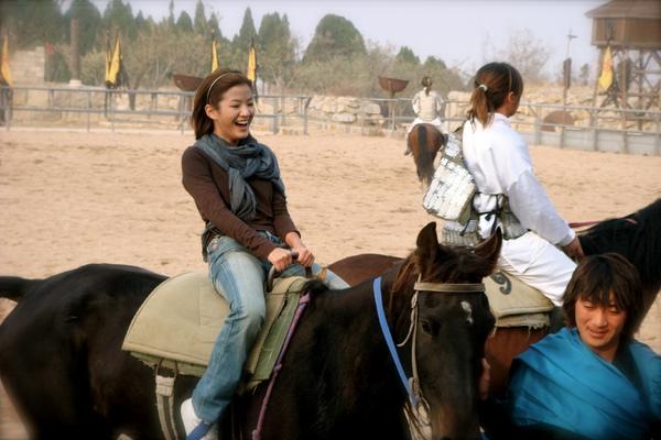 換我來騎馬了