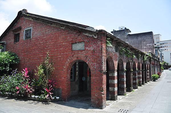 和平老街的舊屋多半已改建,但留存的少數古厝,仍給人走進時光隧道的感覺1