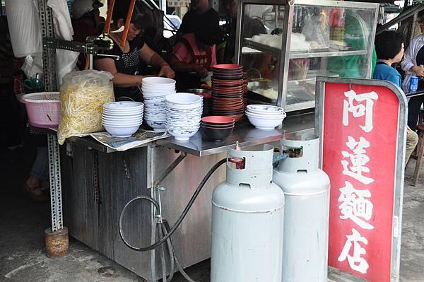 傳統早場裡的阿蓮麵店,好味道還附贈在地喧鬧感