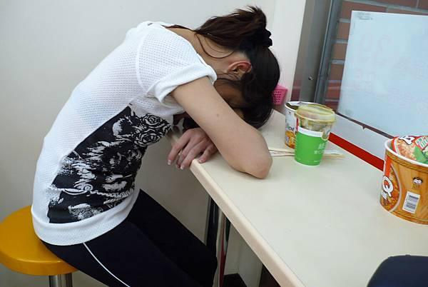 抵達坪林時  已經好累了  在7-11就這樣睡了起來