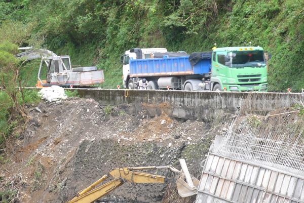 蘇花很多路段都崩塌在搶修中