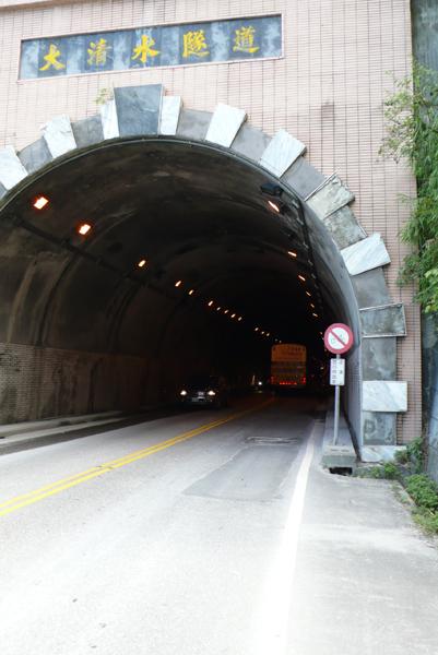 騎隧道要小心