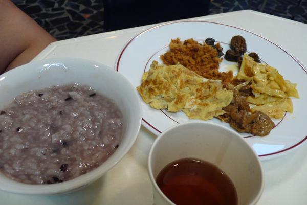 第四天的早餐是民宿女主人獨家自製紫米粥