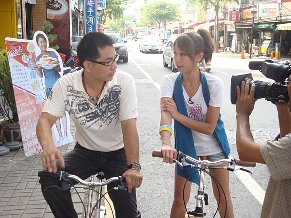 蝦餅老闆愛騎車