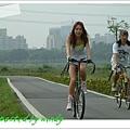 河濱自行車道,很悠哉的感覺