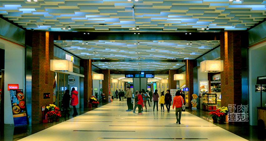 松山車站一樓出入口大廳的美食街