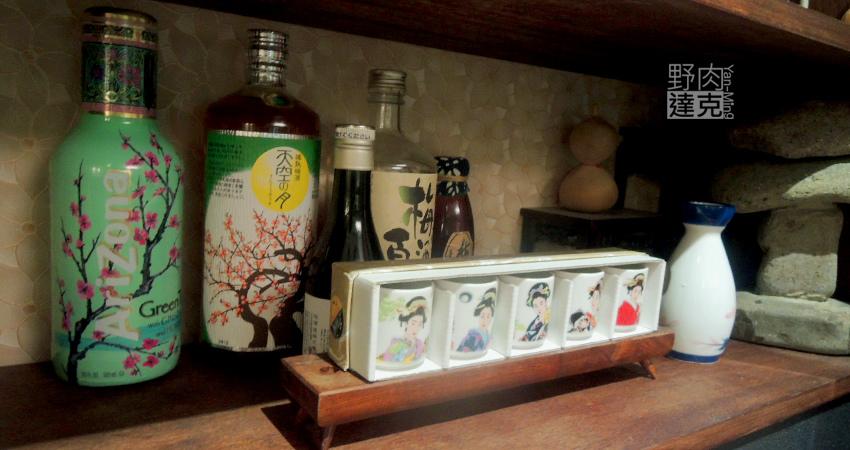 日式杯組與燒酒瓶