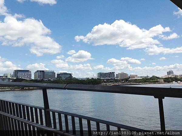 01 從橋上看布里斯本河.jpg