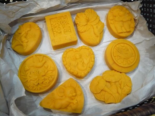 使用紅棕梠油30%出來的黃色皂
