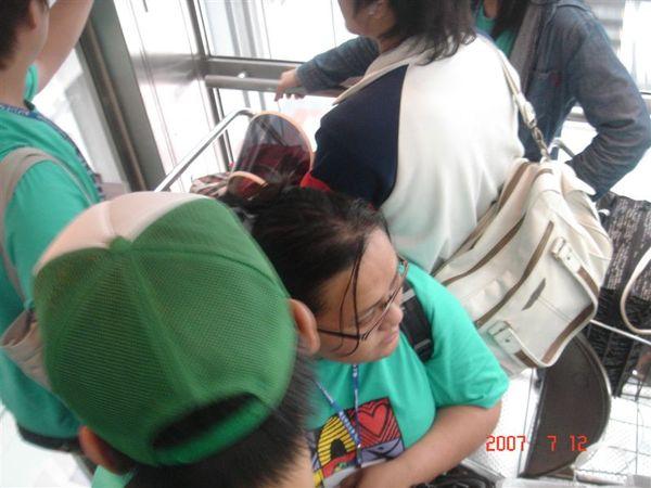 曼谷機場電梯裡