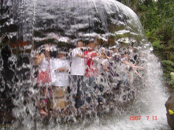 誰是誰?瀑布裡外真奇妙!