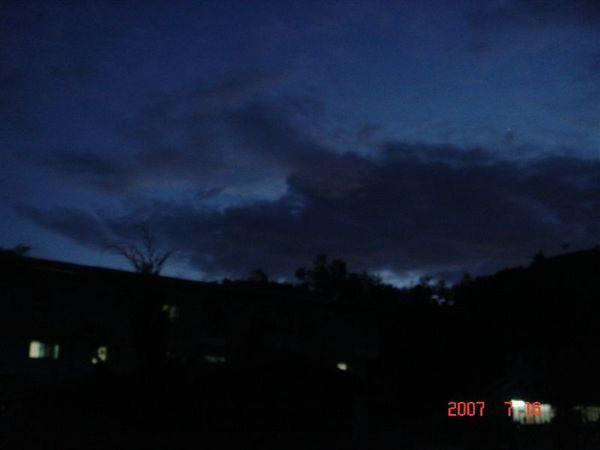 滿星疊山嵐夜景