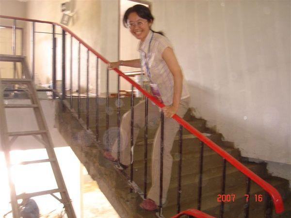 施工中的宿舍,淑仁勇渡欄杆