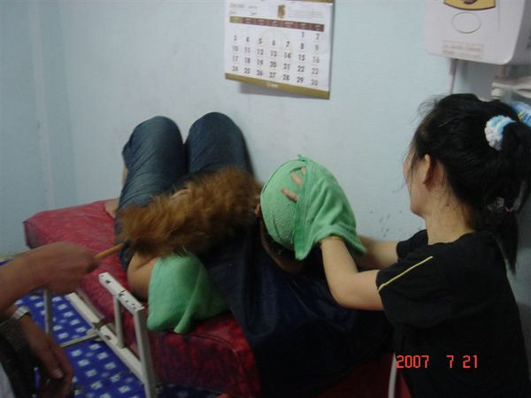 洗頭妹妹幫忙掩護