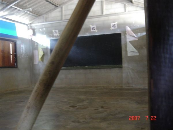 空蕩蕩的教室