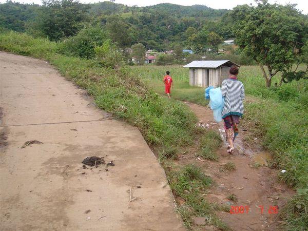 右邊小路進學校