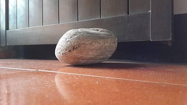 石頭.jpg