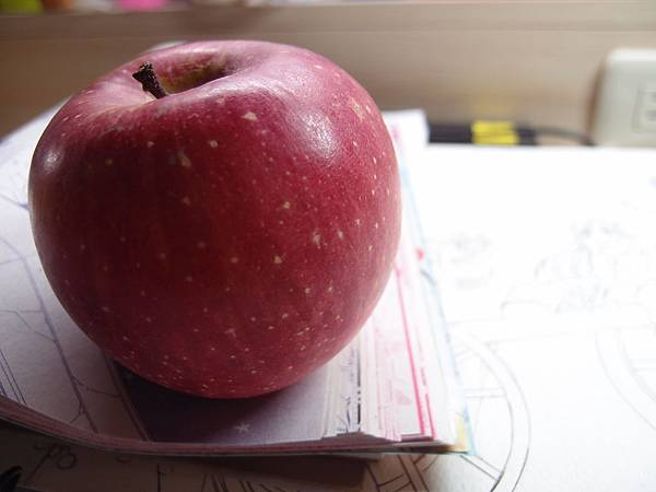 又大又紅的蘋果呦
