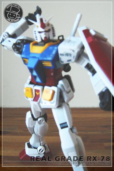 RX-78鋼彈準備取出光束軍刀
