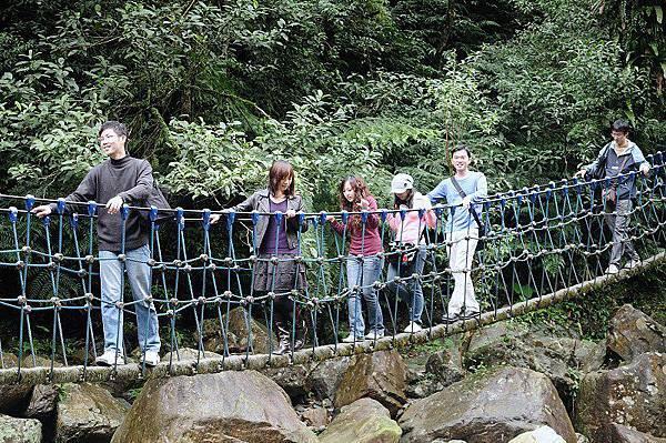 松羅步道漫遊(1/2)-可不是常常有機會走這樣的吊橋啊