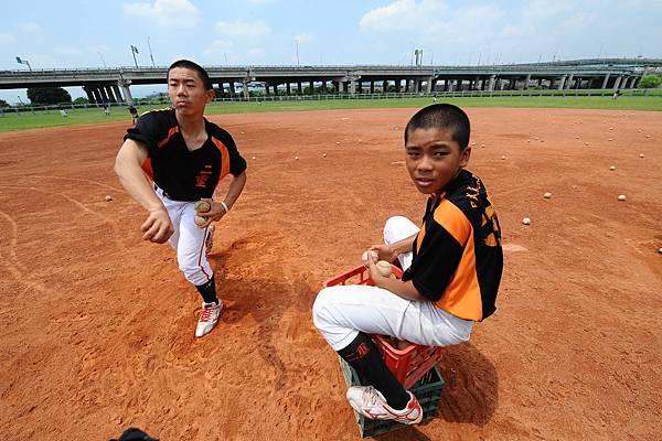 友情擔任中華隊練打餵球投手