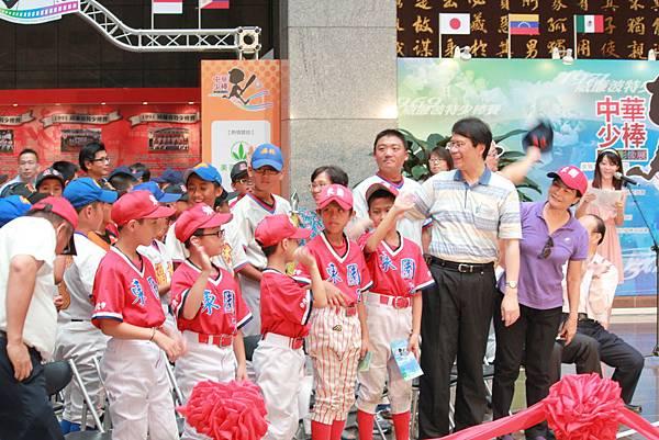 臺北市少棒隊也到場支持參與