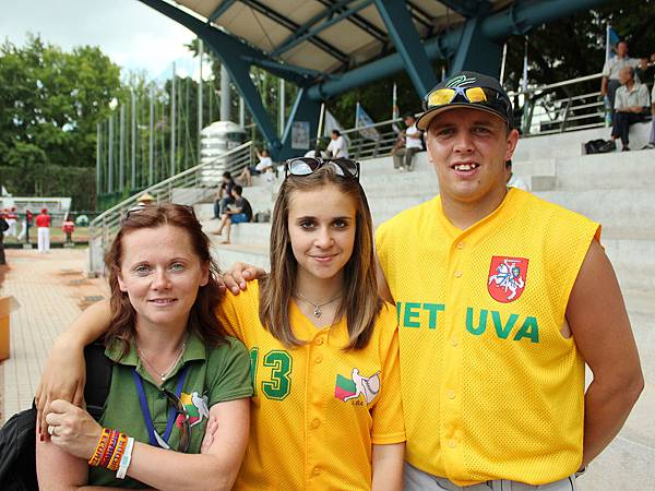 右起為立陶宛總教練馬修雷古、教練布凱蒂以及領隊布莉尼.JPG