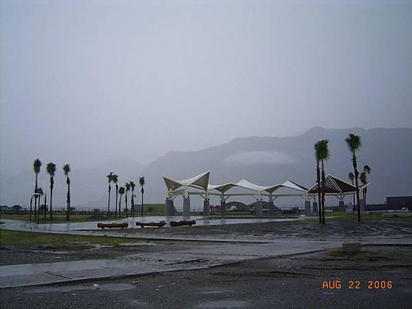 縣193-七星潭,晴天景色很棒,可是現在雨狂下