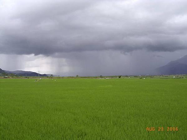 南方已經在下雨了,得趕緊換上雨衣