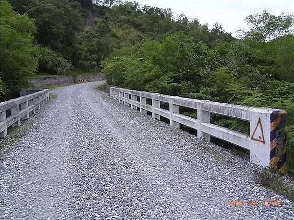 縣197-木溪橋,連橋也是碎石路