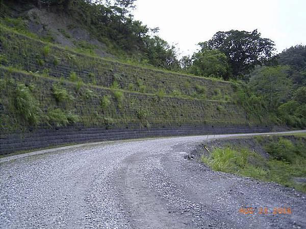 縣197-約30公里處,邊坡整修得比道路漂亮