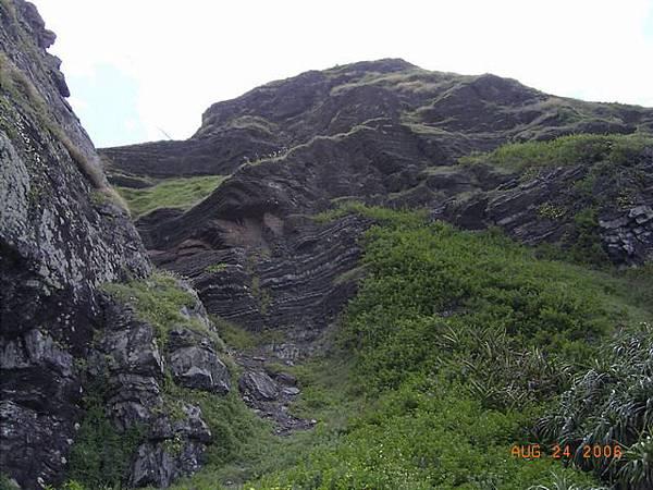 台26-一旁的石頭山