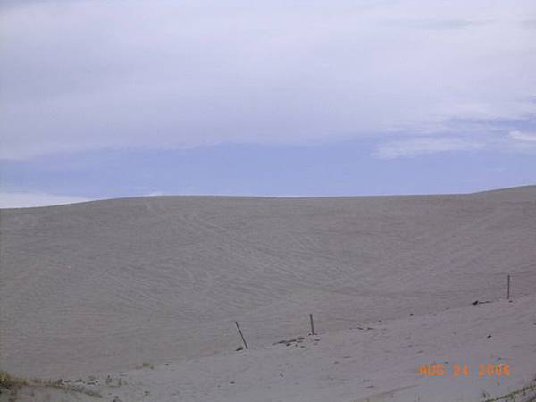 台26-九棚大沙漠, 沙漠上全是車轍痕