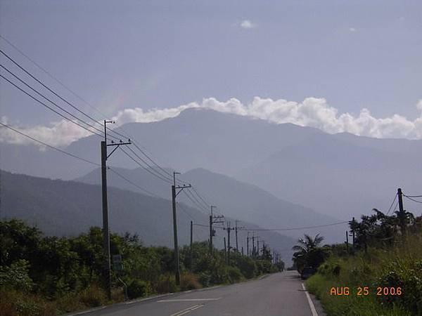 縣185-來義,路還是很直,前面是大武山