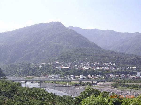 眺望水門村及三地門大橋