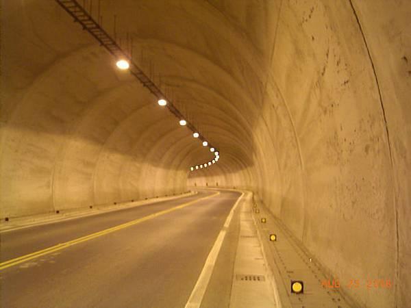 小林隧道內