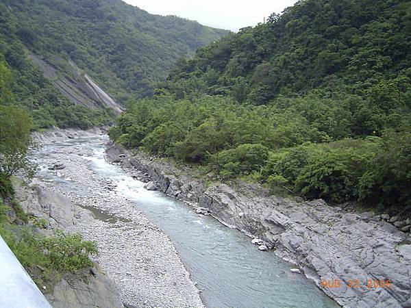 旗山溪湍急的水流