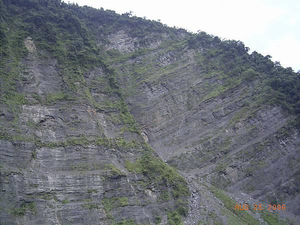 大斜壁...不知道有沒有人在這挑戰攀岩的