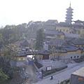 城牆外的某座廟