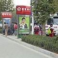 南京公交-等車、上車的人們
