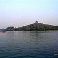 西湖中間的島