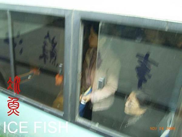 南京公交人擠人