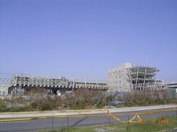 新烏日站,未完工的站體