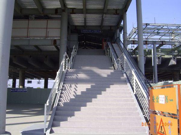 新烏日站,通往二樓,電梯未啟用