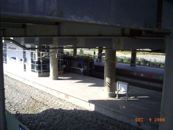 新烏日站,列車靠站