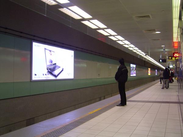 B2月台層,有北捷新店線月台的錯覺