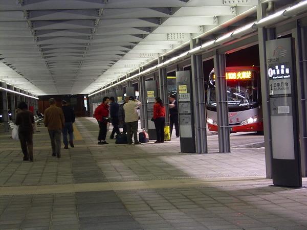 桃園站公車月台